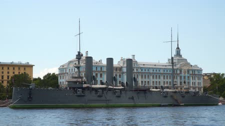 damarlar : Cruiser Aurora on the background of the building of Nakhimov School in St. Petersburg. Petersburg Stok Video