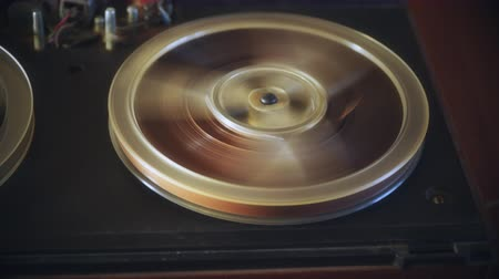 tapeçaria : Ribbon on an old tape recorder. analog reel