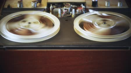 tapeçaria : Old reel tape recorder Rewind tape.
