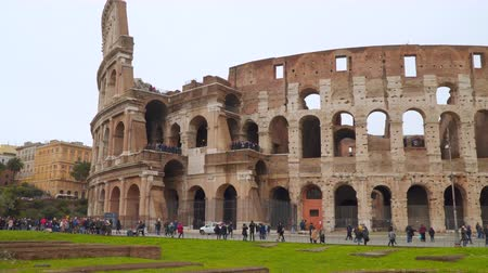 colloseum : Rome, Italy - March 19, 2018: Tourists near the Roman coliseum. Rome, Italy Stock Footage