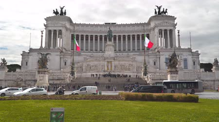 victor : Rome, Italy - March 21, 2018: Piazza Venezia is the central hub of Rome, Italy Stock Footage