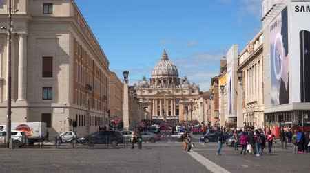 vatikan : Rome, Italy - March 21, 2018: Via della Conciliazione (Road of the Conciliation) is a street in the Rome, Italy. Connects Saint Peters Square to the Castel SantAngelo on the western bank of the Tiber River