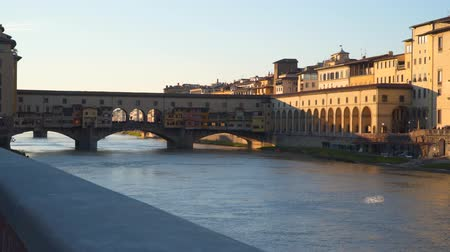 sokak lâmbası direği : Ponte Vecchio, or Old Bridge. An Everlasting Symbol of Florence. Evening time Stok Video