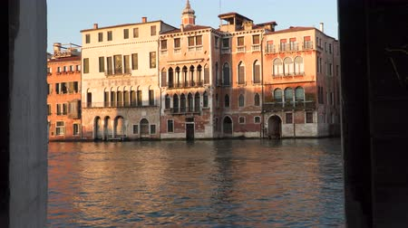 renowned : Building on the coast of the Grand Canal Stock Footage