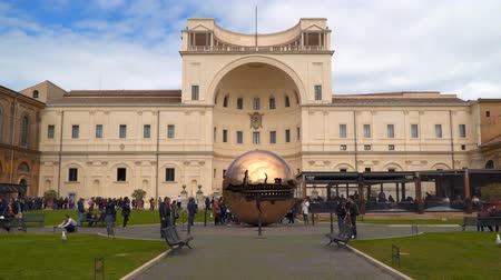 papież : Rome, Italy - March 21, 2018: Courtyard at Vatican Museum Wideo