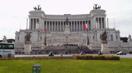 emanuele : Rome, Italy - March 21, 2018: Piazza Venezia is the central hub of Rome, Italy Stock Footage