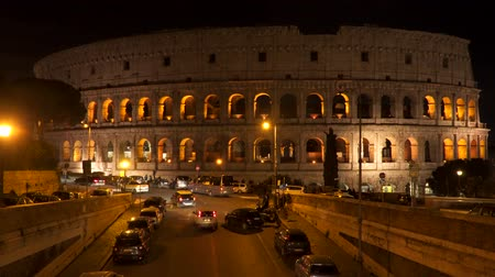 gladiador : Rome, Italy - March 19, 2018: The building of the Colosseum in Rome at night