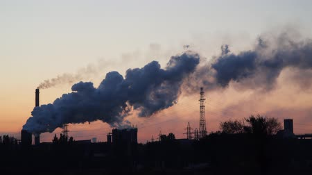 углерод : Pipes and smoke of an industrial enterprise. Before sunrise