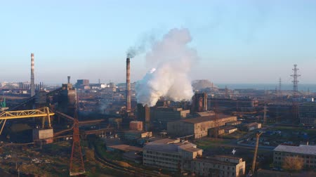 дымоход : Smoke from a pipe of a metallurgical plant. Evening time. Aerial view