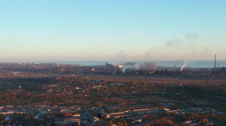 hutnictwo : Panaromic aerial view of metallurgical plant. The plant is located in the city of the sea. Evening time Wideo