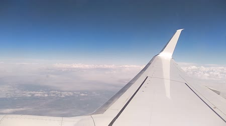 meteorologia : Airplane wing and clouds from the porthole. Stock Footage