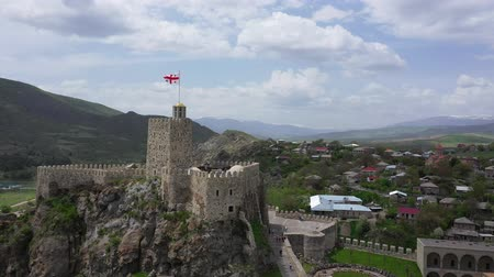 памятники : Rabati Castle is a fortress in Akhaltsikhe, Georgia. Aerial view Стоковые видеозаписи