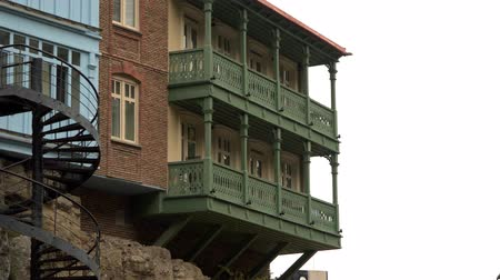 georgiano : Houses on a rock in Tbilisi Georgia Stock Footage