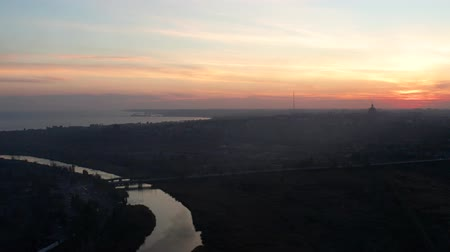 linha do horizonte : River and Sea in the evening. Silhouettes of buildings in the city of Mariupol. Aerial view. Vídeos