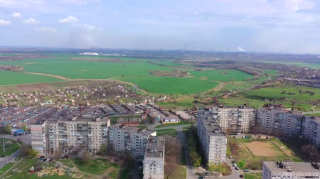 předměstí : Buildings on the outskirts of the city. On the horizon, it is a metallurgical plant.