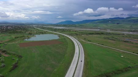 склон холма : Highway in the valley of Georgia. Overcast sky. Aerial view