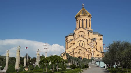 georgiano : The Holy Trinity Cathedral is located in Tbilisi, the capital of Georgia. Stock Footage