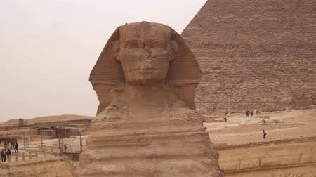 плато : The Great Sphinx on the west bank of the Nile in Giza - the oldest surviving monumental sculpture on Earth. Egypt