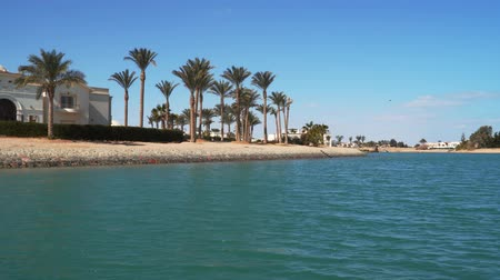 egyiptomi : View from a boat sailing along the canals of El Gouna in Egypt. Stock mozgókép