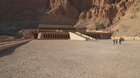 hieroglifa : Luxor, Egypt - January 16, 2020: Temple of Hatshepsut Luxor, Egypt