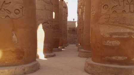 cártula : Columns with hieroglyphs in Karnak Temple at Luxor, Egypt