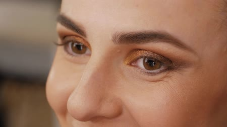 relance : Beautiful female smiling brown eyes. Concept of happy eyes Vídeos