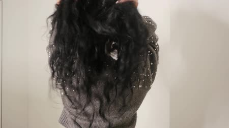 kiterjesztés : Hair Care close up. Curly brunette shows the condition of the hair. Slow motion woman Shaking and touches hair