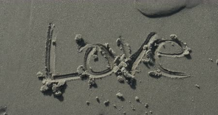 csók : Love Written in the Sand at the Beach, 4K