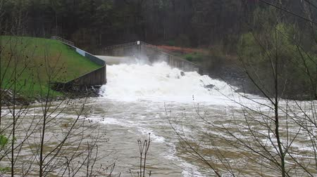 повреждение : 1464 Dam at Flood Stage White Water Rapids .mov Стоковые видеозаписи