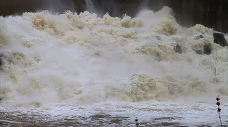 floods : 1468 Dam at Flood Stage White Water Rapids, Slow Motion.mov