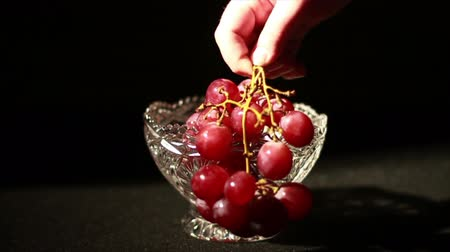 kırmızı şarap : Grapes being Picked Up in Glass Bowl, Slow Motion