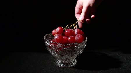 pincészet : 1508 Grapes being Picked Up in Glass Bowl.mov
