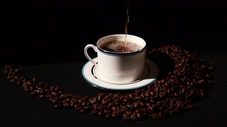 acorde : 1576 Coffee being Poured into Cup .mov Stock Footage