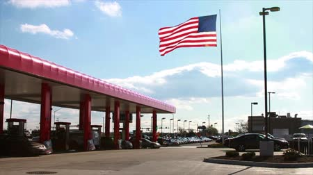 állomás : 1366 American Flag next to Gas Station, Slow Motion.mov