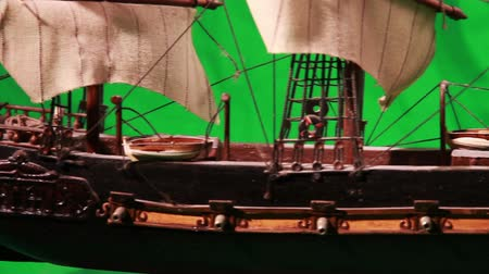 bola de fogo : 0970 Pirate Sailboat with Green Screen.mov