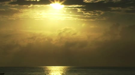 kano : 0887 African Sunrise Over the Indian Ocean with Fishing Boat.mov Stok Video