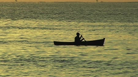 canoa : African Sunrise Over the Indian Ocean with Fishing Boat Vídeos