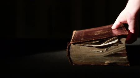 İncil : Opening Ancient Giant Book, Slow Motion