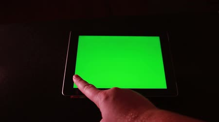 общаться : Using Tablet Device with Green Screen