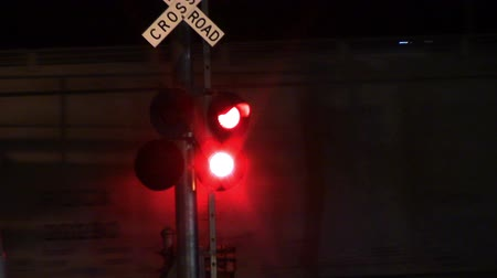 скрестив : Flashing Stop Lights as Train Pass