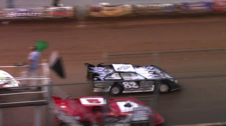 wyscigi : Race Cars Racing at a Dirt Track Late Models