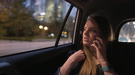 элегантность : Businesswoman Having an Important Phone Call in the Car Стоковые видеозаписи