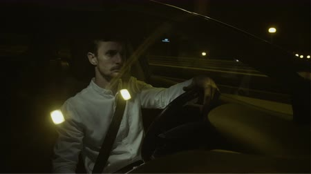 pojištění : Young Businessman Turning his Face Right While Driving
