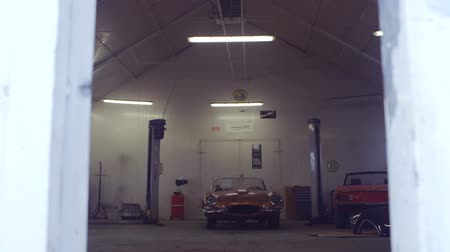 garagem : Classic Cars in a Workshop. Camera Moving Forward. Cars Ready to Restore Vídeos