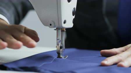 terzi : Hands of a Tailor Using a Sewing Machine Stok Video