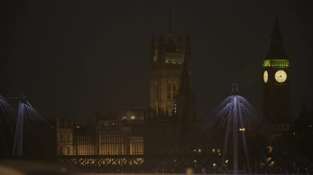 westminster : The Palace of Westminster Seen From the Hungerford Bridge