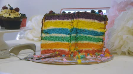 окропляет : Finished rainbow cake with missing slices