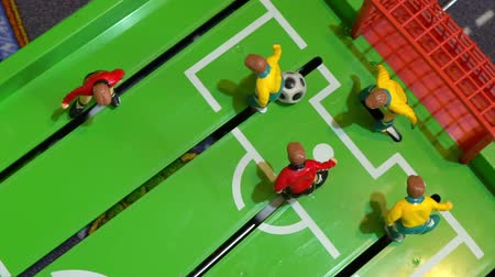 jogador de futebol : Table football, childrens board game Stock Footage