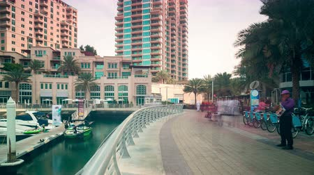 felhőkarcoló : walking street time lapse from dubai marina area