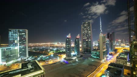 çatı : time lapse from the roof on night dubai city Stok Video